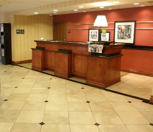 Norco, Καλιφόρνια: Front Desk and Lobby