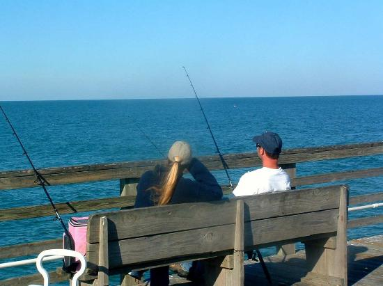 Hampton Inn & Suites Palm Coast: Couple Fishing on Pier