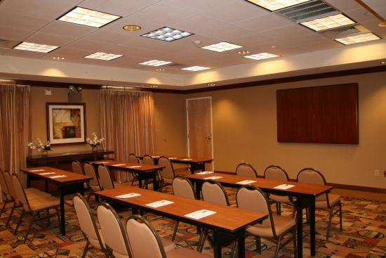 Hampton Inn & Suites Highland: Room Set Up