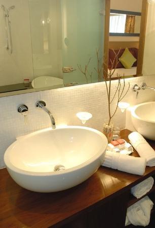 Kenzi Tower Hotel: Bathroom
