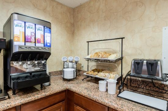 Hadley, Массачусетс: Breakfast Area
