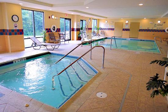 Hampton Inn and Suites Tilton: Indoor Pool and Spa