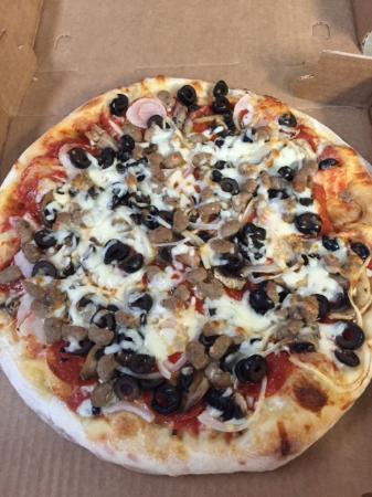 Gainesville, Wirginia: Olive and Mushroom Pizza