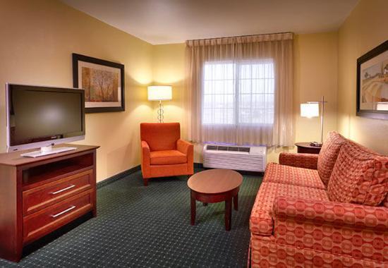 Meridian, ID: Two-Bedroom Suite - Living Room