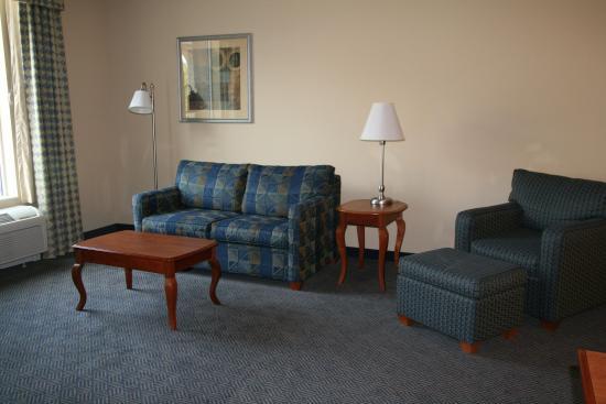 Hampton Inn Gloucester : Studio Suite Sitting Area