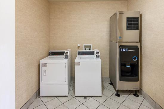 Comfort Suites San Antonio North - Stone Oak: Guest Laundry