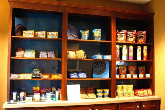 Hampton Inn Auburn: Suite Shop