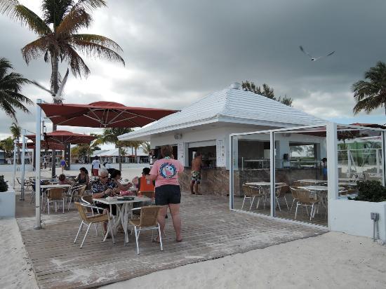 Viva Wyndham Fortuna Beach: Bar-snackbar a la plage
