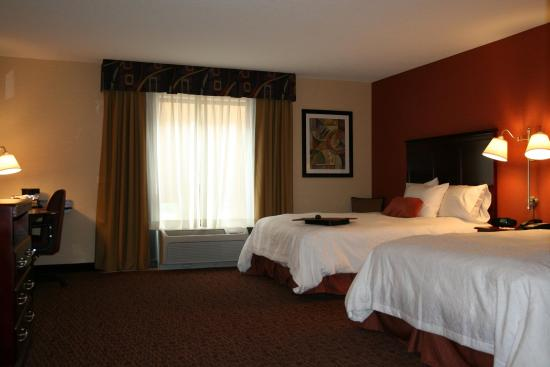 Indiana, PA: Accessible 2 Queen Beds