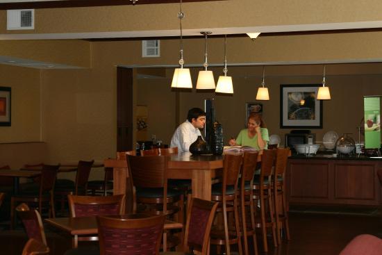 Hampton Inn Indiana : Breakfast Seating