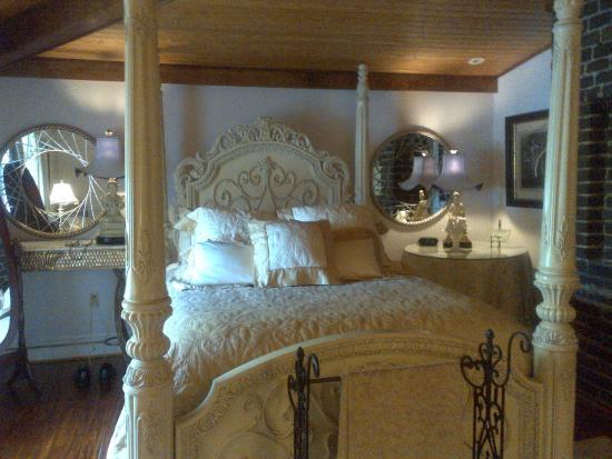 Orange, VA: Part of bridal suite