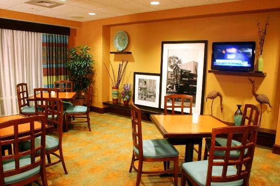 Leesburg, FL: Breakfast Area