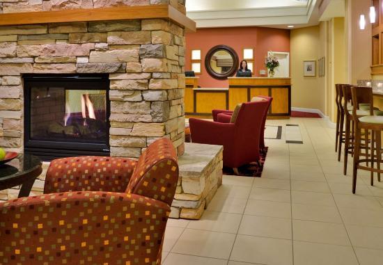 Port Saint Lucie, FL: Lobby Fire Place