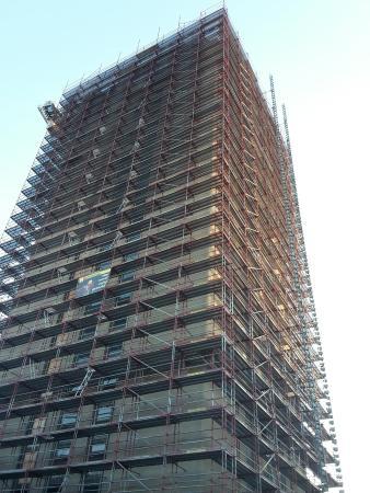 De Boekentoren (The Tower of Books): Helaas. Dringend renovatie nodig.  Maar buurt plots verloederd , leeg en vuil.  Het  legendarisc