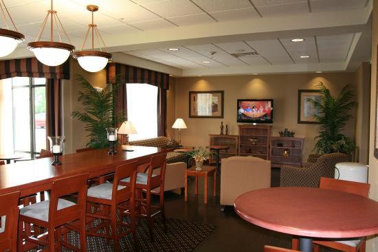 Hampton Inn Elkhorn: Lobby Area