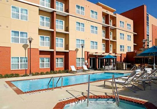 The Colony, TX: Outdoor Pool