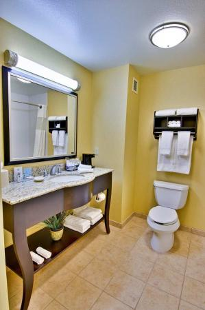 Hampton Inn & Suites Moreno Valley: Enjoy deluxe toiletries and a spacious vanity