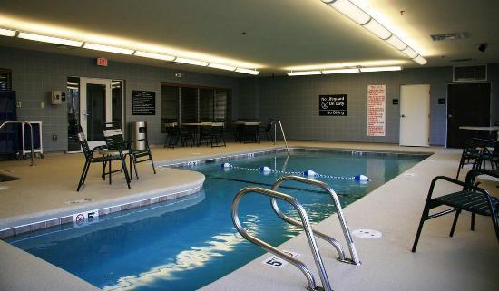 Hampton Inn & Suites Brunswick: Pool
