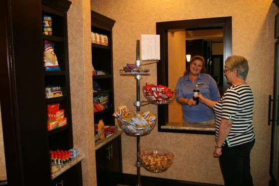 Hampton Inn & Suites Buffalo: Suite Shop