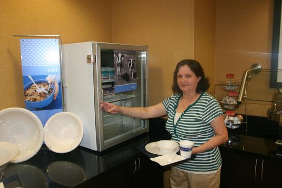 Hampton Inn & Suites Jacksonville - Bartram Park: Milk