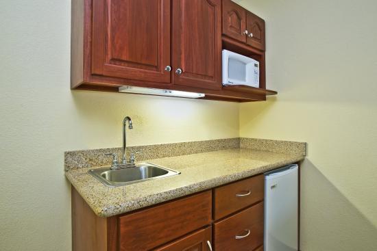 East Lansing, Мичиган: Suite Kitchenette
