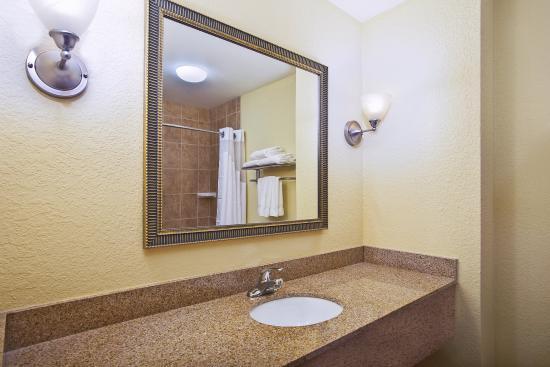East Lansing, Мичиган: Guest Bathroom