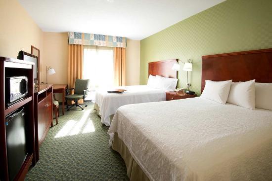 Hampton Inn & Suites El Paso West: 2 Queen Studio Sofabed