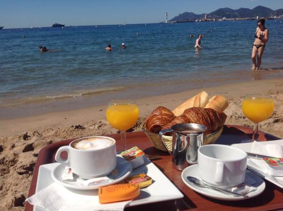Plage Goeland Breakfast On The Beach
