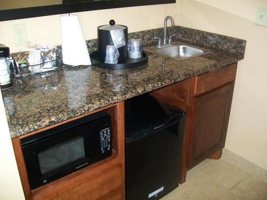 Pine Bluff, AR: Refrigerator/Microwave