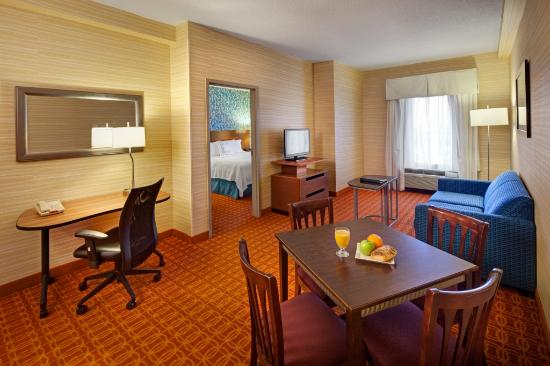 Fairfield Inn & Suites Toronto Airport: Executive King Suite