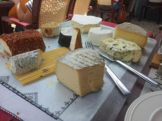 Montagrier, Frankrijk: The Cheese Board .... 10 cheeses to chose or try them all