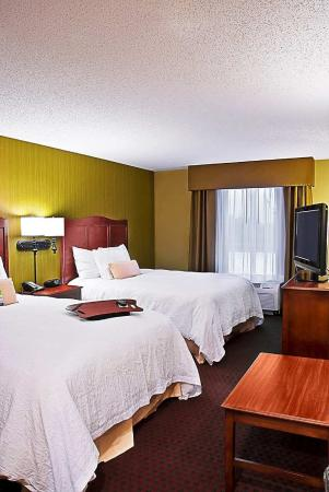 Marshalltown, Iowa: Two Queen Beds