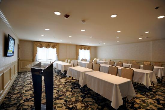 University Inn Hotel: Meeting Room