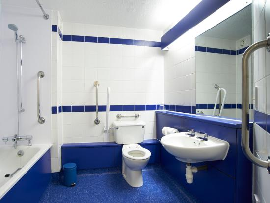 Hellingly, UK: Accessible Bathroom