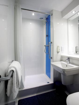‪‪Todhills‬, UK: Bathroom With Shower‬
