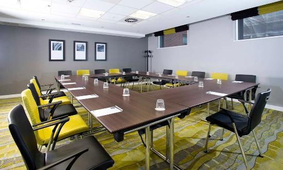 Hampton by Hilton Liverpool City Centre: Modern Meeting Room