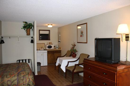 Munds Park, AZ: Kitchenette two Queen Room