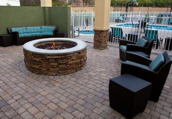 Florence, AL: Outdoor Fire Pit