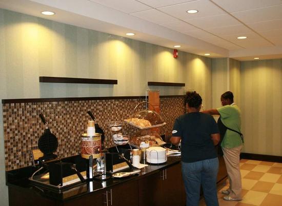 Hampton Inn Anderson/ Alliance Business Park: Buffet Area