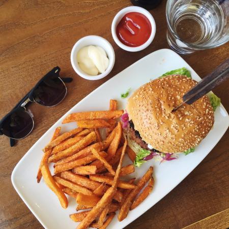Coco Momo Kensington: Lamb burger