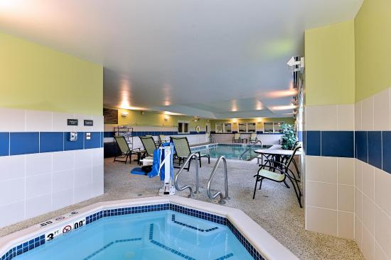 Ellsworth, ME: Indoor Pool and Hot Tub