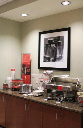 Ellsworth, ME: Breakfast Area