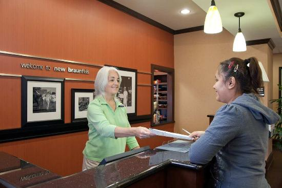 Hampton Inn & Suites New Braunfels: Reception