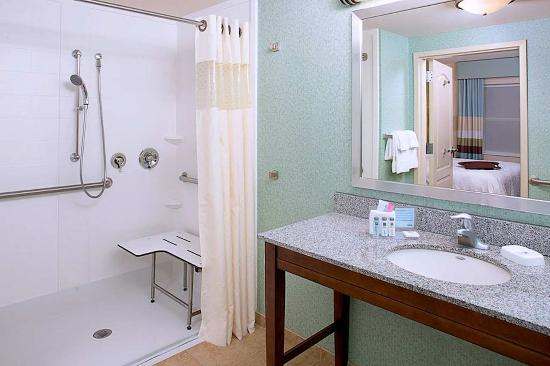 เอ็กซีเตอร์, นิวแฮมป์เชียร์: Roll-In Shower