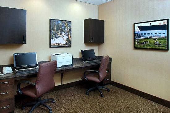 เอ็กซีเตอร์, นิวแฮมป์เชียร์: Business Center