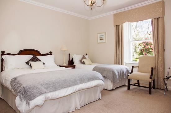 Brittas Bay, Ierland: An elegant twin room