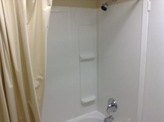 Diamond Motor Inn: Shower.