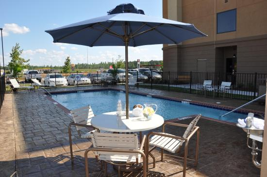 Hampton Inn Winfield: Outdoor Swimming Pool
