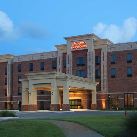 Hampton Inn & Suites Swansboro / near Camp Lejeune at Bear Creek Gate : Hotel Exterior