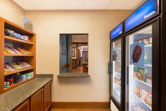 Hampton Inn & Suites Detroit/Chesterfield Township: Suite Shop